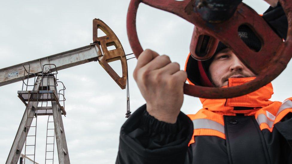 Первое серьезное ограничение. Как на России отразится сокращение добычи нефти