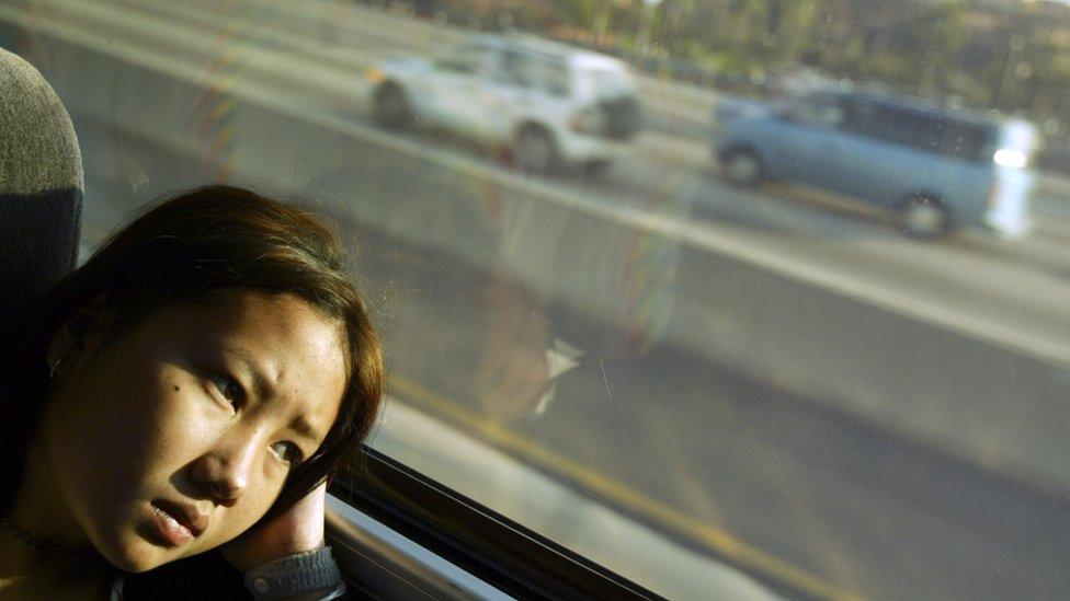 Joven de la comunidad hmong llegando a California en 2004
