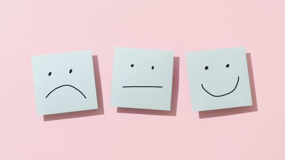 Triste, neutral y feliz