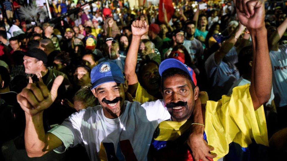 Los que creen en el gobierno de Maduro celebraron su reelección.