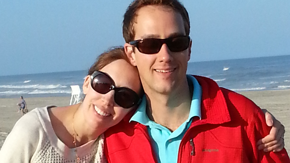 Lisa Kolb junto su marido, Erik Kolb.
