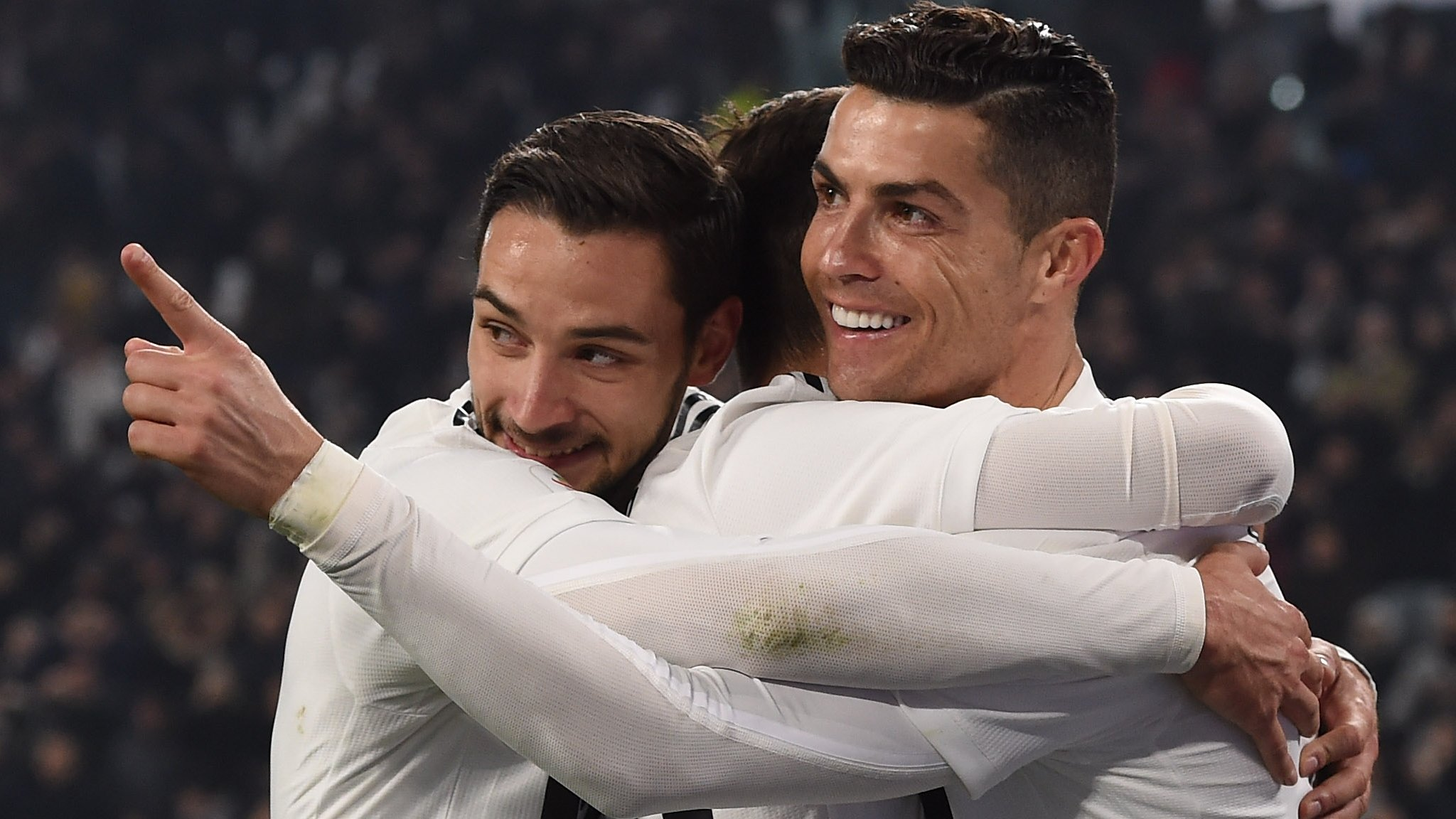 Juventus 3-0 Frosinone: Cristiano Ronaldo scores as Juve go 14 points clear
