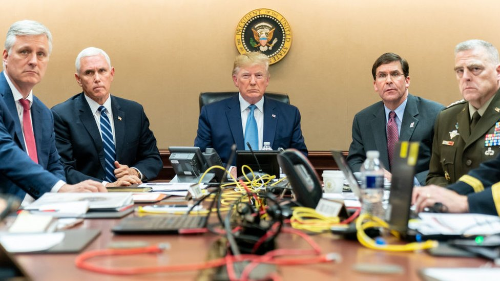 ترامب (وسط الصورة)
