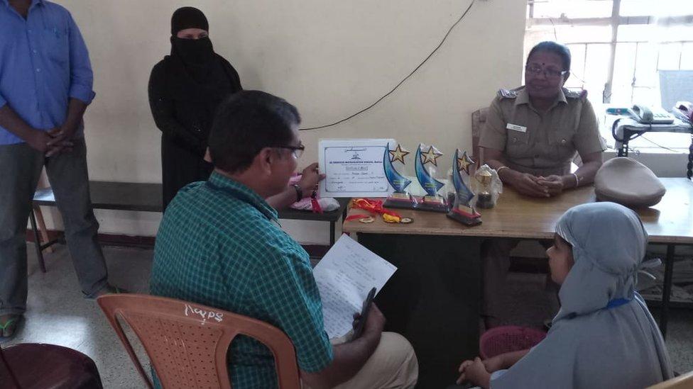 Hanifin otac u Policijskoj stanici