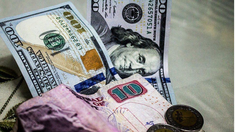 فئات نقدية مصرية وأمريكية