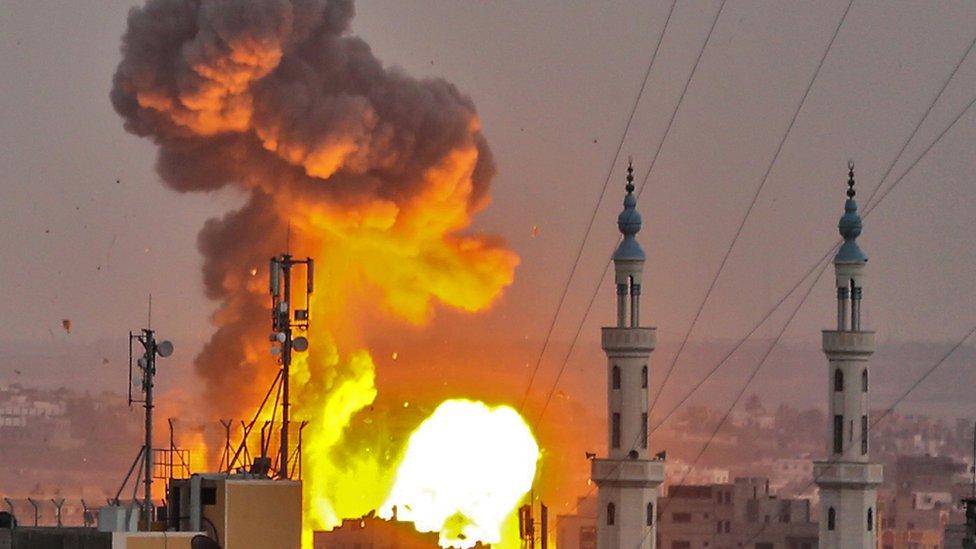 Израиль начал обстрел позиций ХАМАС в секторе Газа