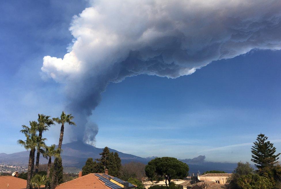 gunung Etna, lava, Italia