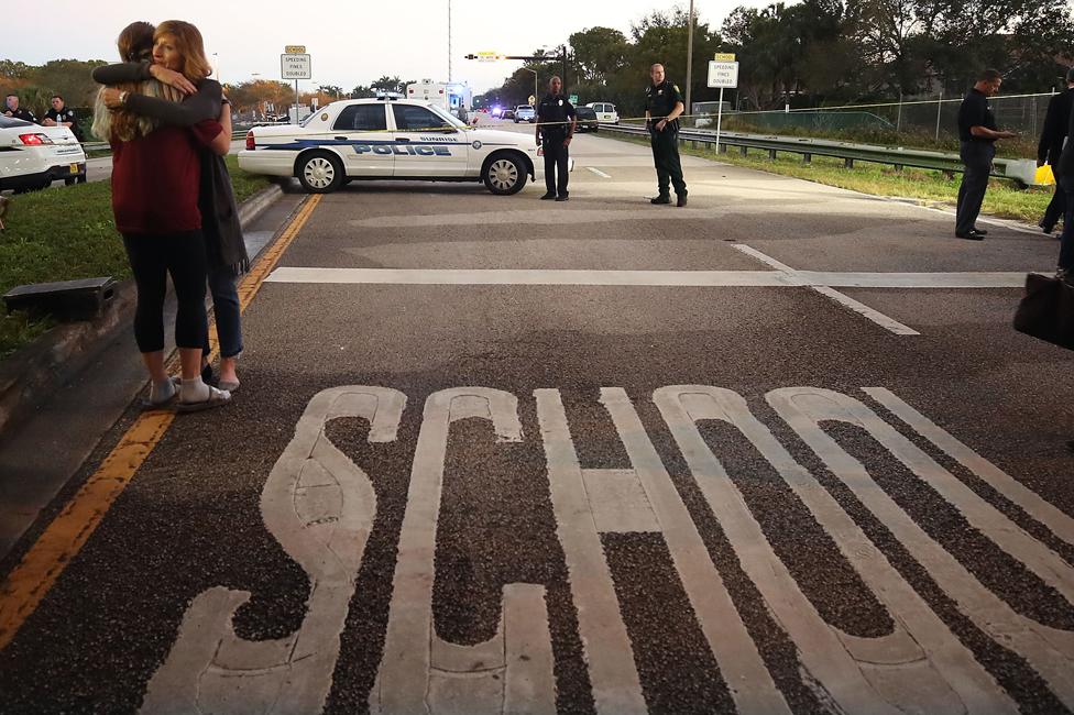 Policía en la escuela Marjory Stoneman Douglas