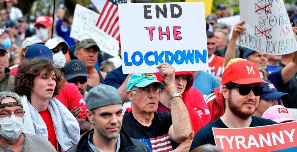 شهدت العديد من الولايات احتجاجات ضد أوامر التزام المنزل