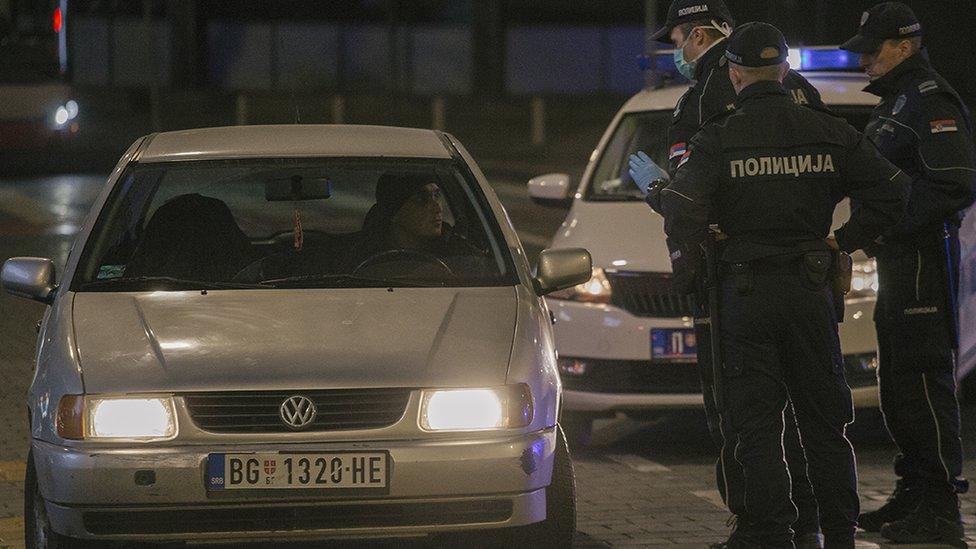 """Vučić je najavio i nove odluke o vremenskom proširenju """"onoga što neki nazivaju policijskim časom a mi ga nazivamo zabranom kretanja"""""""