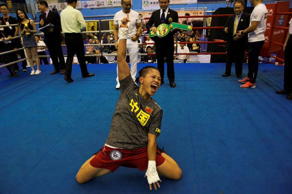 Huang Vensi proslavlja osvajanje titule prvaka Azije u polubantam kategoriji