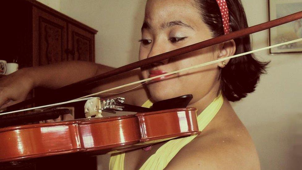 Ana Carolina Caceres playing the violin
