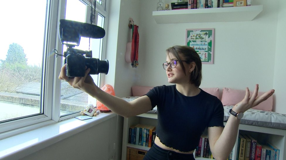Anorexia: Lara Rebecca's recovery watched online by millions