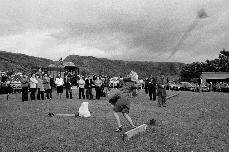 Tossing the broom, Dunbeath