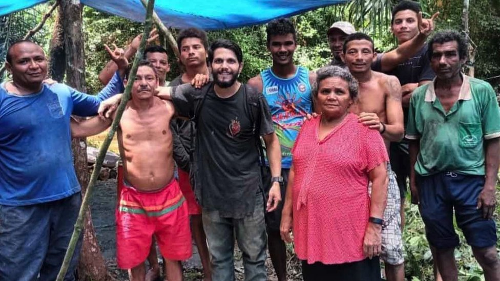 Antonio with the people who rescued him
