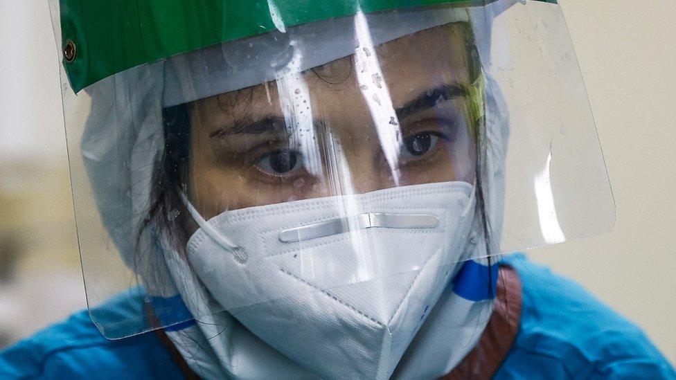 Дайджест: в Британии снова больше 50 тыс. случаев коронавируса в день, Москва вводит локдаун