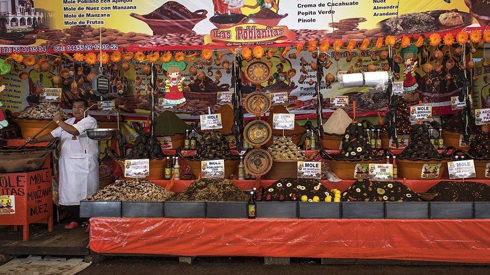 Puesto en la Feria el Mole de San Pedro Atocpan.