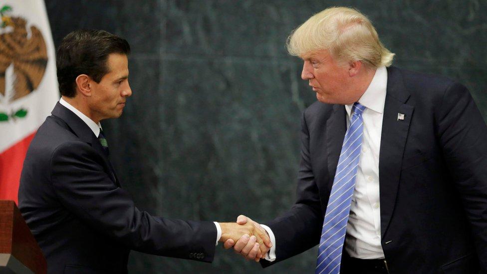 Enrique Peña Nieto saluda a Donald Trump