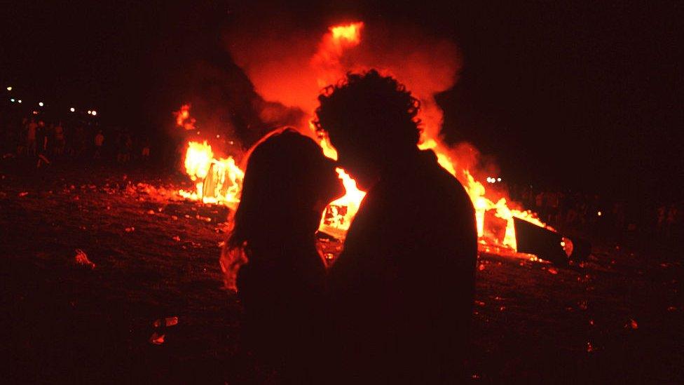 Una pareja en el festival Woodstock de 1999.
