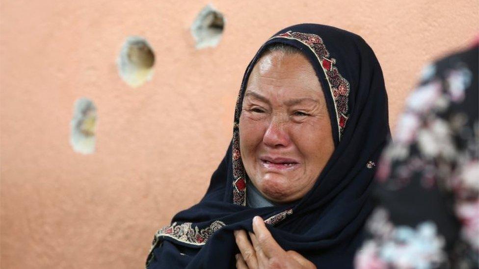 Žena plače