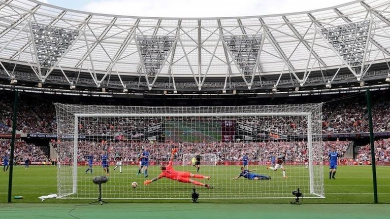 West Ham agree to pay extra £450,000 per season to increase London Stadium capacity