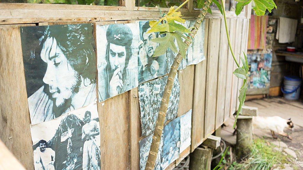 El Che y otros íconos de izquierda en la valla