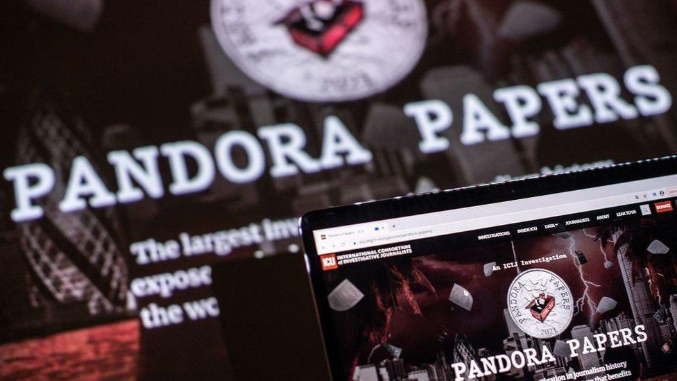 Dibujo sobre Pandora Papers