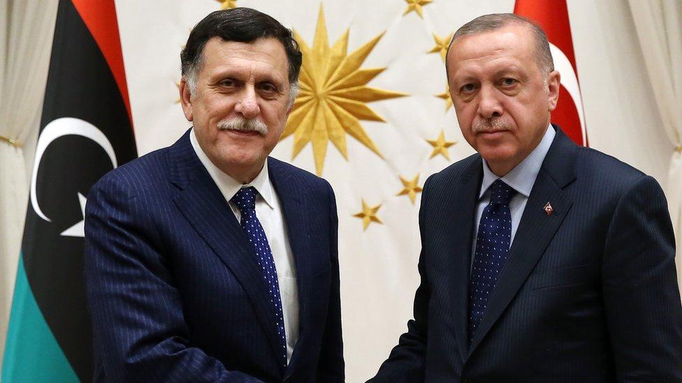 تركيا تمد حكومة الوفاق بالسلاح