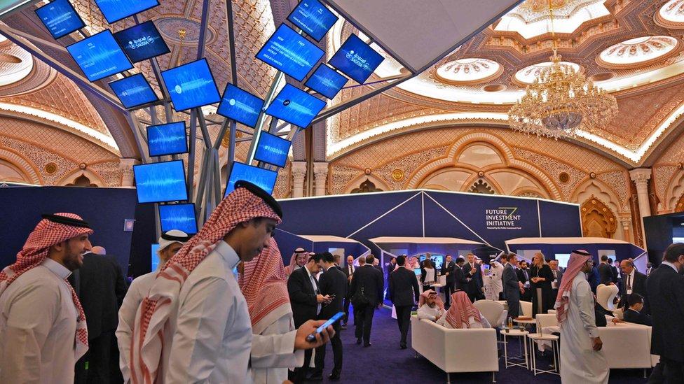 دافوس الصحراء 2019 حضور قوي من السياسييين والشركات العالمية