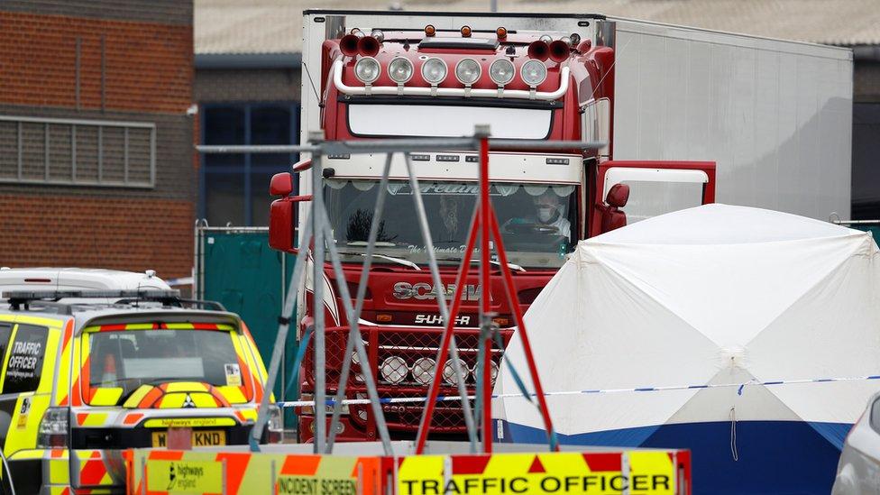На востоке Англии найдена фура с 39 телами. Она приехала из Болгарии, вероятно через Ирландию