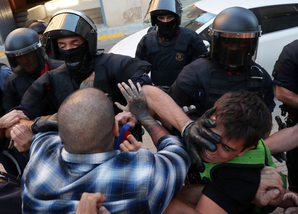 Police grapple with protesters outside Unipost office in Terrassa on 19 Sept