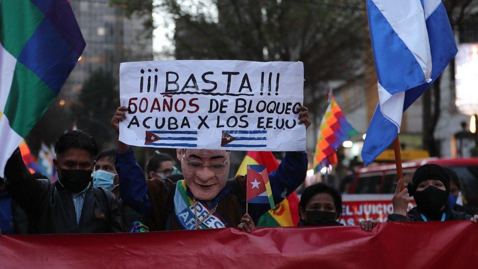 Marcha a favor del gobierno cubano en Bolivia