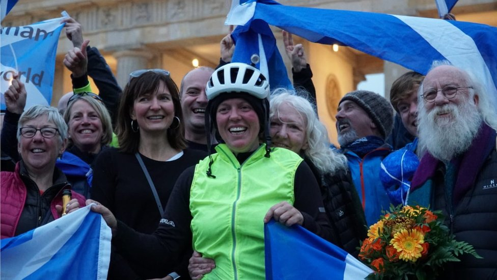 Scotswoman is fastest to cycle round world