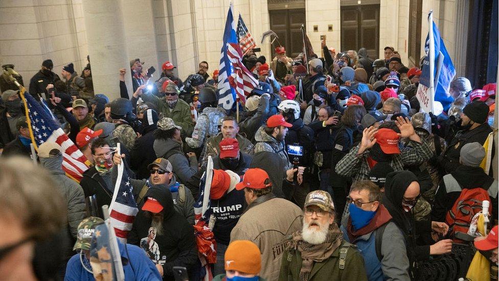 Seguidores de Donald Trump durante el asalto al Capitolio.