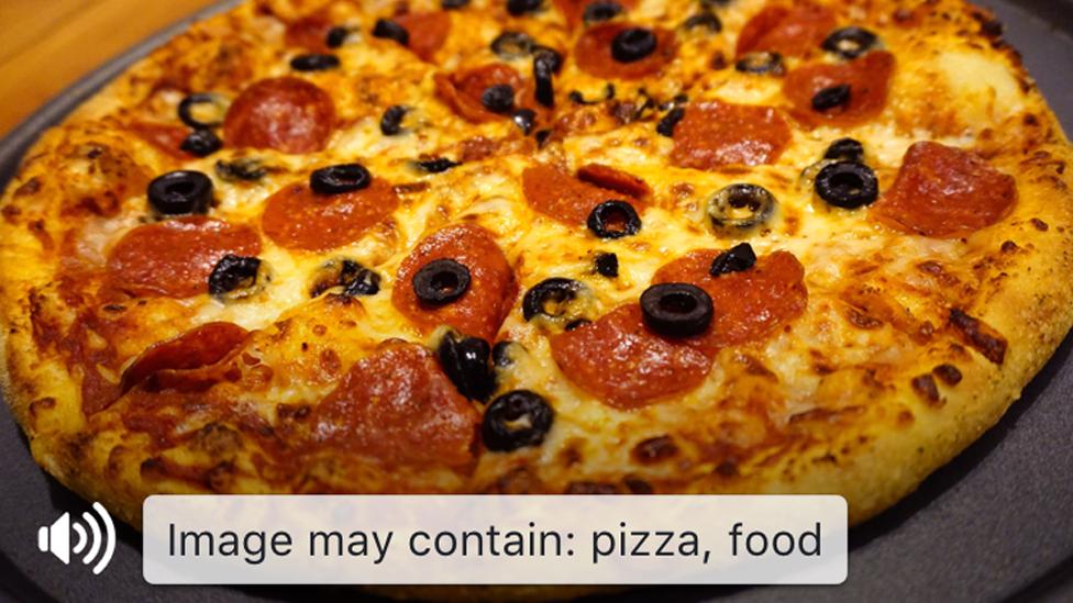 Facebook screenreader recognising a pizza
