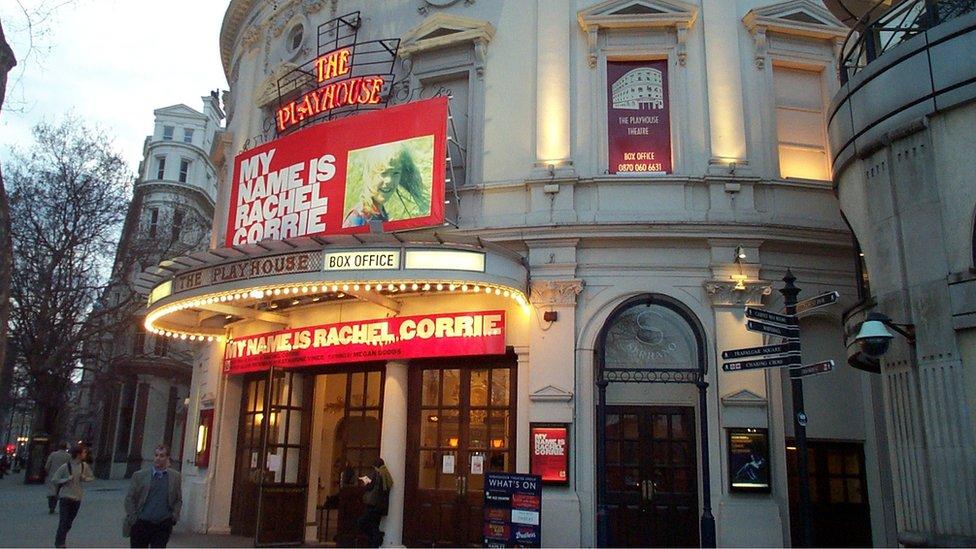 The Playhouse yn Llundain, ond ble nesa i ferched Llanrwst?