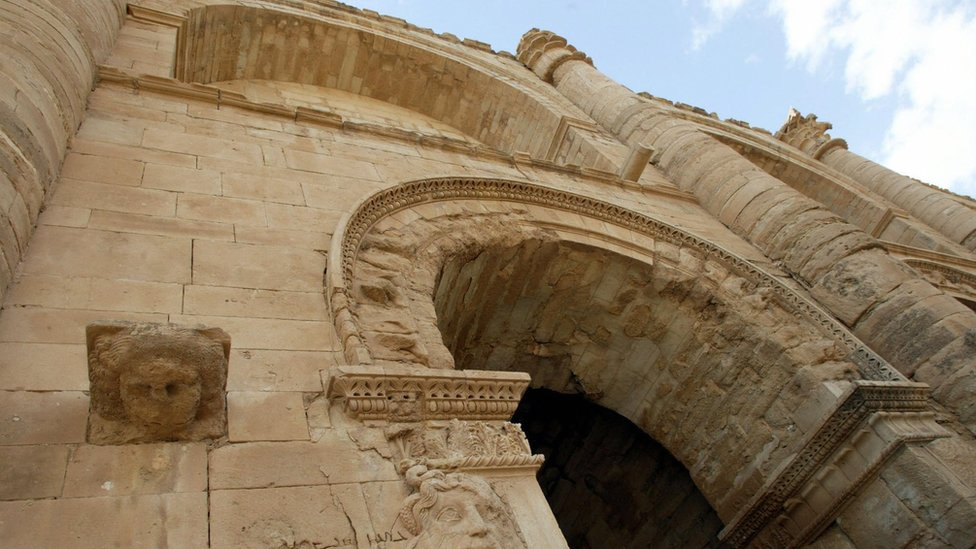 File photo taken on 21 April 2003 showing the facade of the royal palace in the ancient city of Hatra, Iraq