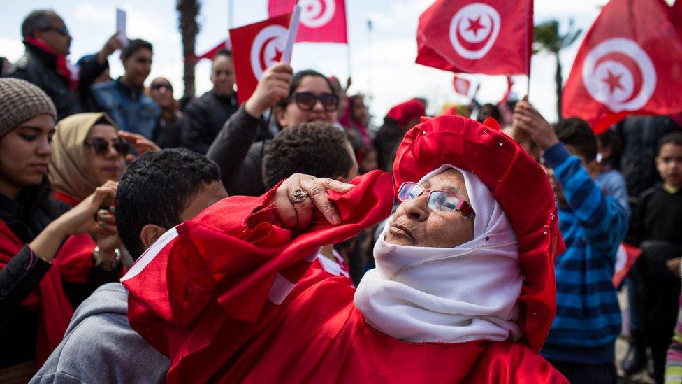 """تونسيون يتظاهرون """"ضد التطرف"""" في آذار/مارس من عام 2015"""
