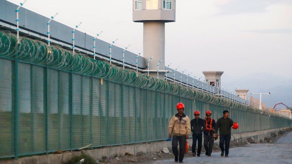 Kamp re-edukasi bagi warga Muslim Uighur