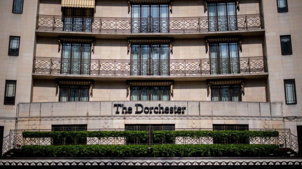 NO USAR, BBC El hotel Dorchester de Londres forma parte de una cadena de establecimientos de lujo propiedad del sultán de Brunei.