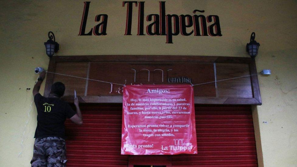 Un negocio cierra en México.