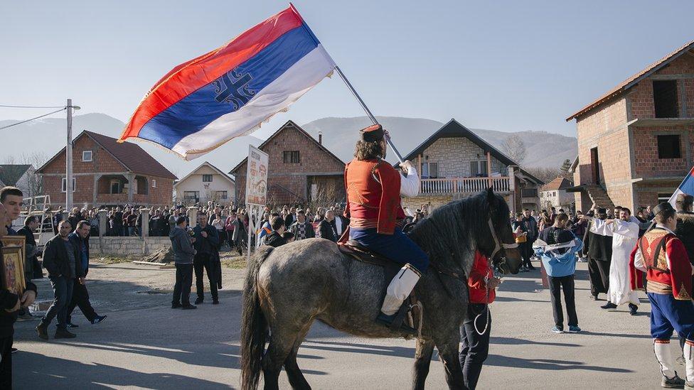 U koloni u Beranama bilo je i onih koji su došli na konju, obučeni u narodnu nošnju