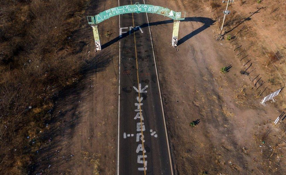 Carretera entre Apatzingan y Aguililla