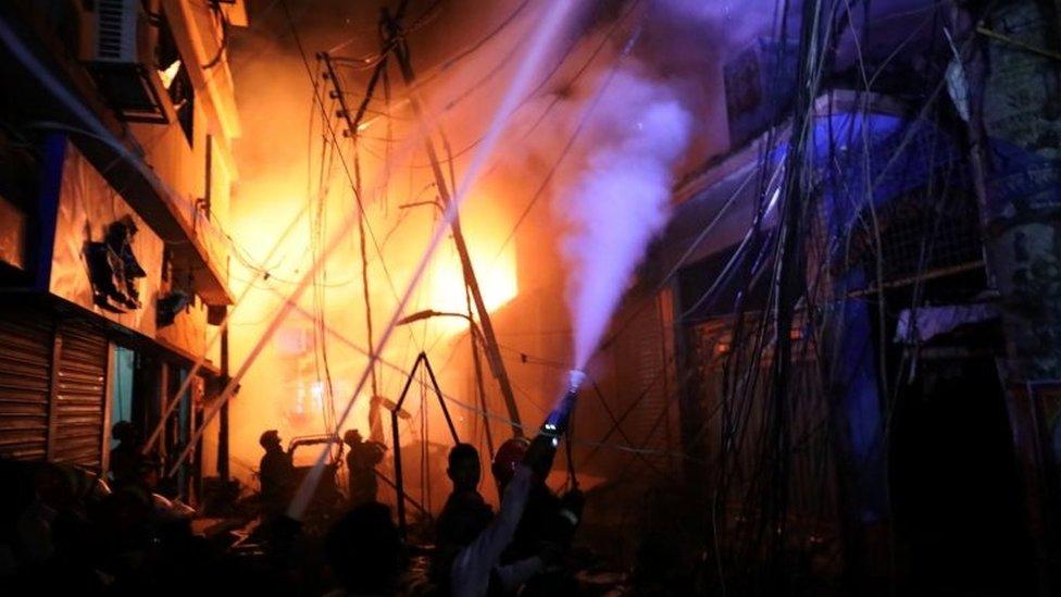 बांग्लादेश: इमारत में आग लगने से 50 की मौत