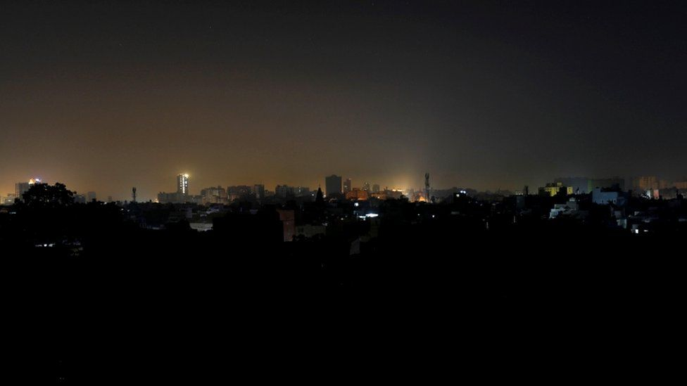 تعاني باكستان من انقطاع التيار الكهربائي في جميع أنحاء البلاد