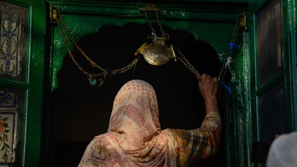 امرأة مسلمة كشميرية