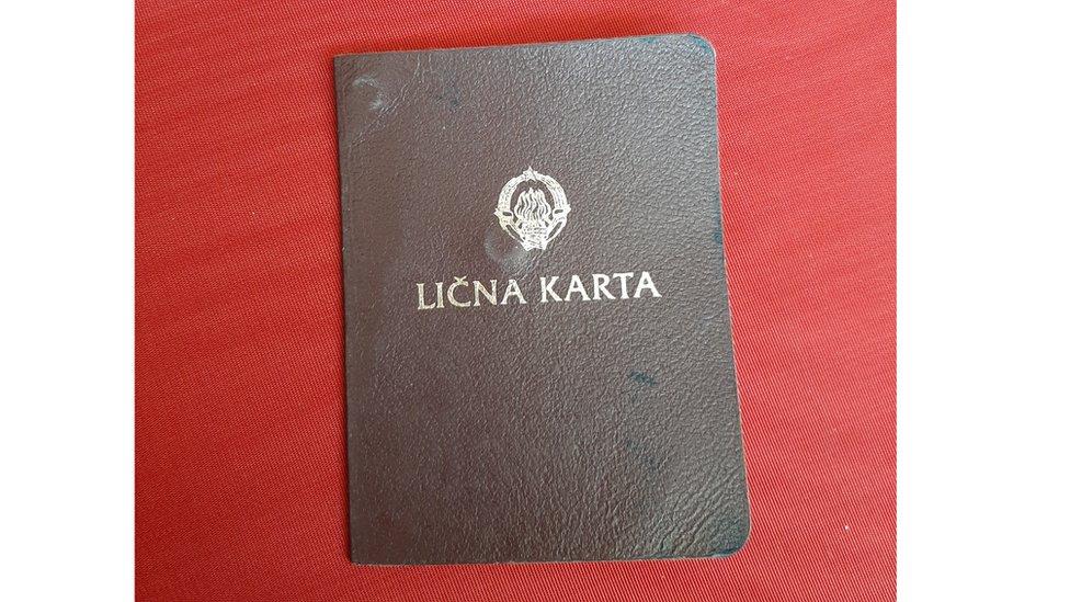 Lična karta Marijinog pradede Dragomira koja je izdata 1976.