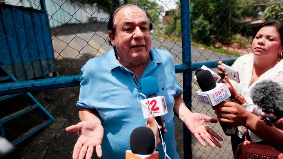 Carlos mejía Godoy pidiendo la liberación de un hijo de uno de los integrantes de Los de Palacagüina arrestado en las protestas de Nicaragua.