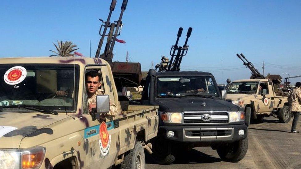 القتال يدور بين قوات حفتر والقوات التابعة لحكومة طرابلس في 3 مناطق جنوب العاصمة الليبية.