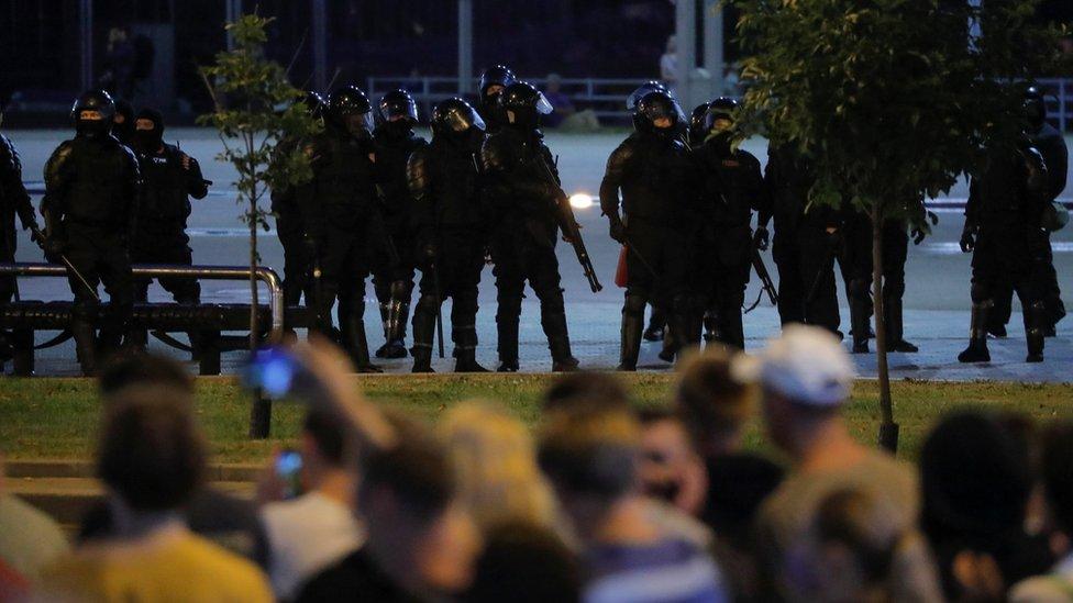 Протесты в Беларуси: разгон демонстрантов у метро Пушкинская в Минске, есть погибший
